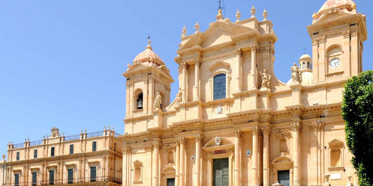 https://cityxcape.it/wp-content/uploads/2018/09/siracusa-noto-7-1280x640.jpg